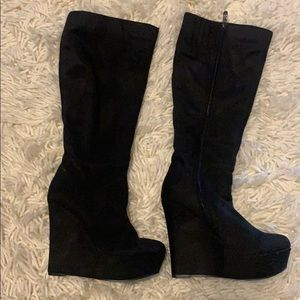 Trendy Pair of Suede boots